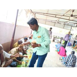 The food service is distributed in Namadhu Illam on 29/01/2019 by Naina mohamed college B.sc cs 2003 batch and Singai Udhavum Karangal friends.