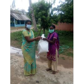 The groceries donation was given in Aranthanki on 01/08/2020 by Naina mohamed college B.sc cs 2003 batch and Singai Udhavum Karangal friends.