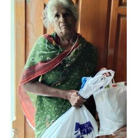 The groceries donation was given in Aranthanki on 05/05/2020 by Naina mohamed college B.sc cs 2003 batch and Singai Udhavum Karangal friends.