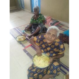 The food service is distributed to Satha Jothi Kurunalayam Trust for senior citizen, Chennai in India on 23/12/2020 by Naina mohamed college B.sc cs 2003 and Singai Udhavum Karangal friends. The service is initiated by ElayaRaja in Chennai from NMC friends group and As he is not allowed to enter into the home due to Covid-19, he followed up the activities via phone call. Also, the activities are co-supported to ElayaRaja by our other Chennai based NMC friends Vijaylakshmi, Prabhakar, Prabhu and Gobala kirshnan. Apart from that, the activities are sponsored by Singai Udhavum Karangal Friends and Naina Mohamed college B.sc cs 2003 friends. Thank you all for the wonderful support on our social activities. Regards, NMC Singai Uhavum karangal's Activity maintenance team