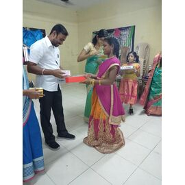 Supported to Sathya Home in Nagapattinam on 10/11/2020 for distributing new clothes for Deepavali celebration and presented by Naina mohamed college B.sc cs 2003 batch and Singai Udhavum Karangal friends.